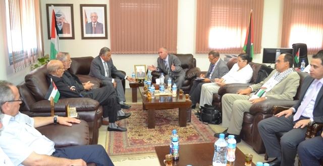 الدكتور داود الزعتري رئيس بلدية الخليل : زيارة الوفود العربية إلى فلسطين تصب في خانة دعم صمود الفلسطينيين